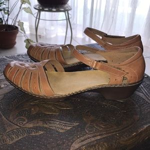 Clark's tan leather ankle strap sandals